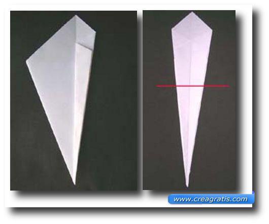 Terza immagine con le istruzioni per fare un cigno di carta
