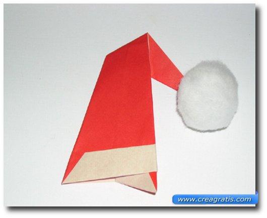 Istruzioni per creare un cappello di Babbo Natale di carta