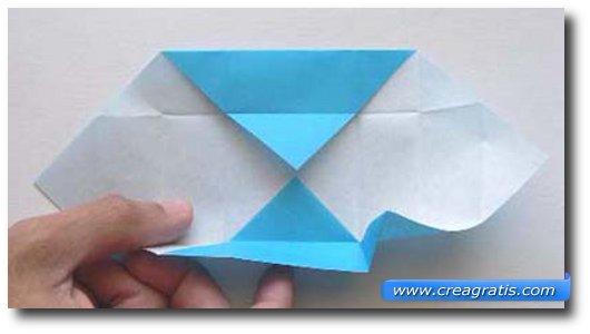Ottavo passaggio per fare una scatolina di carta