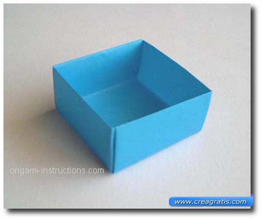 Ultimo passaggio per fare una scatolina di carta
