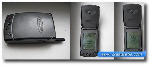 Immagine di un cellulare Motorola del 2000