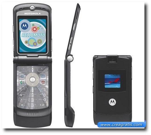 Immagine di un cellulare Motorola V4 del 2004