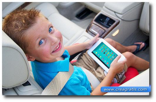 Immagine di un bambino con il tablet Tabeo
