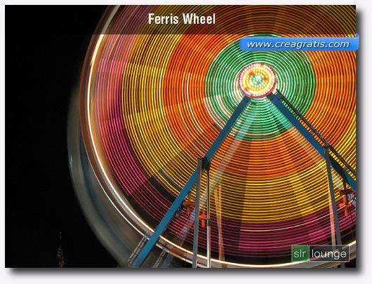 Foto di una ruota panoramica con l'effetto Motion Blur