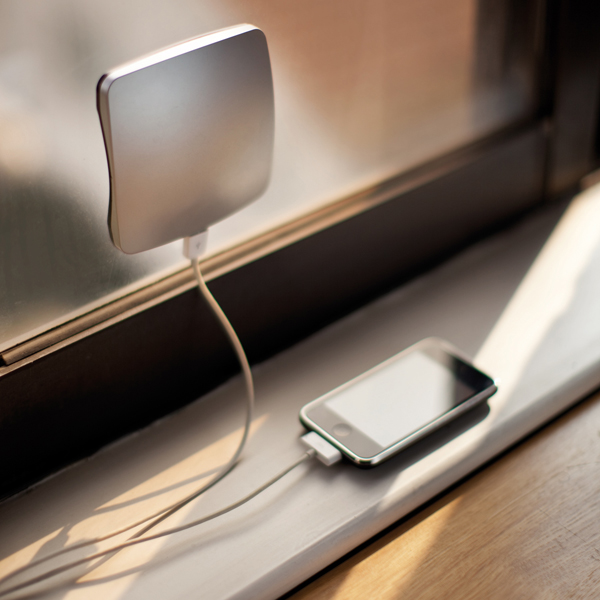 Immagine del caricabatterie Window Solar Charger