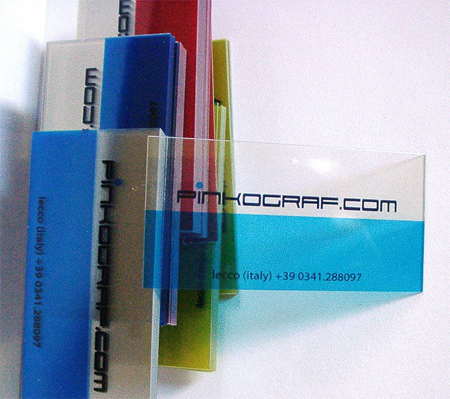 29-Transparent-Satinierte-Visitenkarten-aus-Kunststoff