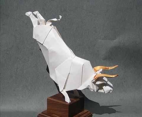 Immagine dell'origami Il divino toro bianco