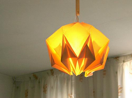Immagine dell'origami Un lampadario-origami