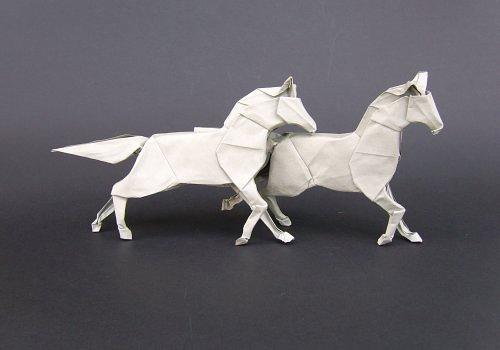 Immagine dell'origami Cavalli nella prateria