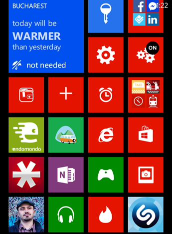 Immagine di uno smartphone Windows Phone con piastrelle di colore rosso