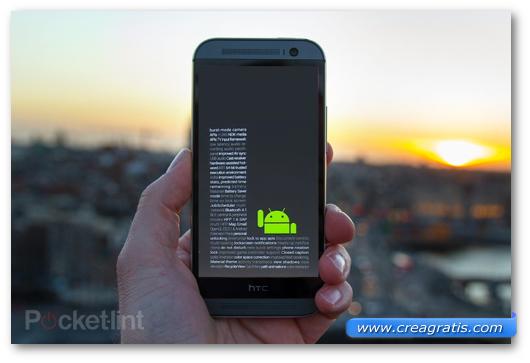 Immagine di uno smartphone HTC con Android
