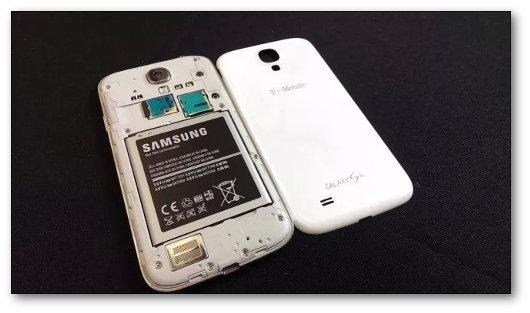 Rimozione della batteria del cellulare bagnato
