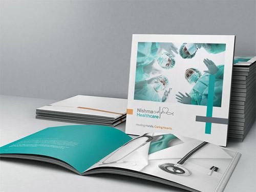 Esempio di brochure quadrata n.29